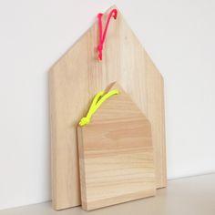 Planche HOME, à snaker, à bruncher, à découper, en bois brut avec cordon rose fluo - Style scandinave