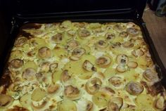 Retete Culinare - Cartofi frantuzesti cu ciuperci Romanian Food, Tasty, Yummy Food, Easter Dinner, Hawaiian Pizza, Lunch Recipes, Mashed Potatoes, Macaroni And Cheese, Food To Make