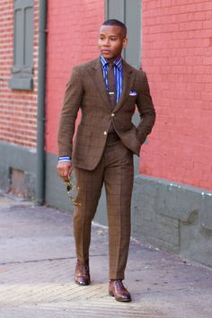 Brown tweed windowpane suit + striped blue dress shirt + b Mens Fashion Blog, Mens Fashion Suits, Fashion Moda, Mens Suits, Black Men In Suits, Brown Suits For Men, Gq Mens Style, Gq Style, Male Style