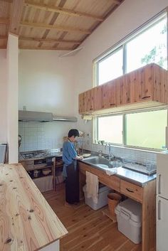 木漏れ日の中のキッチン: 株式会社 建築工房零が手掛けたキッチンです。