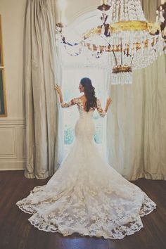 How to be effortlessly bridal: 30 pretty wedding dresses with trains - Wedding Party #Lace Wedding Gowns :: Aisle Perfect