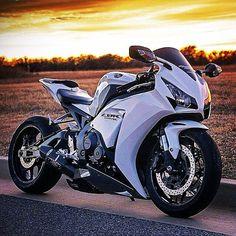 Honda CBR 1000RR | Honda | rides | bikes | motorcycle | Honda motorcycle Honda photos | motorcycles #moto #blanca #photo