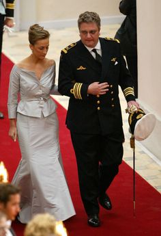 Princess Claire & Prince Laurent arrive for the wedding of Crown Prince Frederik of Denmark & Mary Elizabeth Donaldson (Copenhagen, Denmark) Casa Real, Princess Alexandra, Crown Princess Mary, Prince Héritier, Prince Frederik Of Denmark, Mary Elizabeth, Royal Jewels, Royal Weddings, Gray Dress