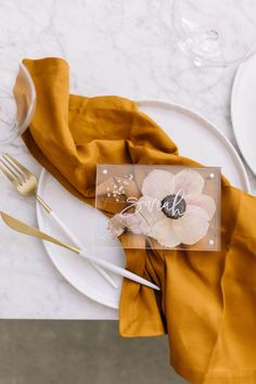 DIY: Pressed Flower Place Cards — A Fabulous FeteYou can find Place cards and more on our website.DIY: Pressed Flower Place Cards — A Fabulous Fete Wedding Table, Fall Wedding, Diy Wedding, Wedding Flowers, Wedding Hacks, Wedding Simple, Wedding Napkins, Yellow Wedding, Wedding Rustic