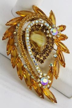 Outstandaing Discount Jewelry Online For Huge Savings Ideas. Remarkable Discount Jewelry Online For Huge Savings Ideas. Antique Brooches, Antique Jewelry, Vintage Jewelry, Artisan Jewelry, Rhinestone Jewelry, Vintage Rhinestone, Beaded Jewellery, Designer Jewellery, Silver Jewelry