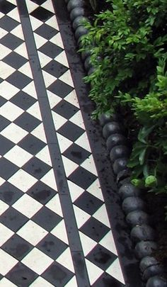 65 Super Ideas For Exterior House Stone Small Cottages Victorian Tiles, Victorian Terrace, Victorian Front Garden, Front Path, Front Gardens, Black And White Tiles, Black White, Outdoor Tiles, White Cottage