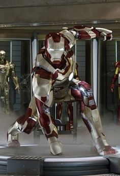 The Mark 42 Iron Man armor comes to life inside Disney Infinity Marvel with the Stark Arc Reactor Power Disc. Iron Man Image, Iron Man Art, Iron Men, Iron Man Avengers, Iron Man Wallpaper, Marvel Wallpaper, Mobile Wallpaper, Marvel Heroes, Marvel Characters