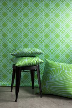 Florence Broadhurst Wallpaper by Materialised Florence Broadhurst Wallpapers – American Edit All Florence Broadhurst rugs are available from Unitex Rugs. Furniture supplied by Selamat Designs. Interior Styling, Interior Design, Interior Ideas, Interior Decorating, Florence Broadhurst, Green Queen, Inspirational Wallpapers, Green Wallpaper, Window Coverings