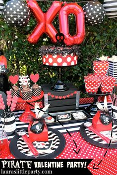 Pirates - A blog about fun party inspiration, DIY projects, recipes, and more. - lauraslittleparty.com