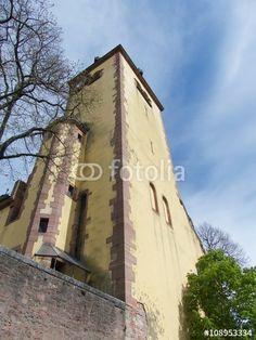 Der Kirchturm der alten evangelischen Gustav-Adolf-Kirche in Großauheim am Main in Hessen
