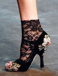 Dolce & Gabbana fall / winter 2012   floral needlepoint tapestry shoes ♥.♥.♥