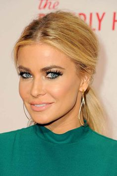 Stylish Center Part Hairstyles: Carmen Electra  #hair #hairstyles #centerpart