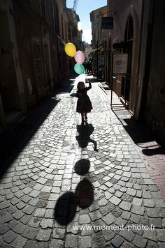 Mila / séance photo famille / Sanary sur Mer Provence France, Color Of Life, Logo Inspiration, Shadows, Balloons, Childhood, Joy, Silhouette, Draw