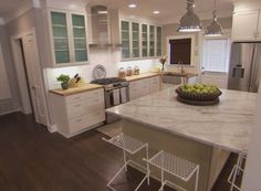 Season 3 episode 15 sandra kyle the scott brothers for Property brothers kitchen remodels