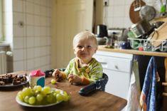 Intervista a Leonardo Pinelli, uno dei medici pediatri di riferimento in Italia per la dieta vegetariana dei bambini e adolescenti. L'esperto parla di svezzamento vegetariano e vegano, alimentazione dopo lo svezzamento, ricette, dieta e come evitare i rischi di carenza per mancanza di proteine animali
