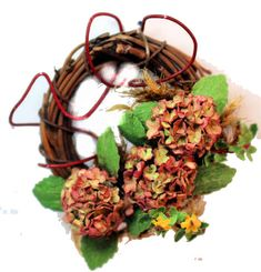 Hyrangea wreath - $22.00 : S P MINIATURES - hand crafted dollhouse miniatures and scale miniatures , S P MINIATURES - shop online for hand crafted dollhouse miniatures from many artisans and countries