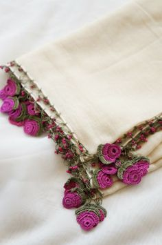 Most Beautiful Crochet Patterns Crochet Borders, Crochet Flower Patterns, Crochet Designs, Crochet Flowers, Love Crochet, Beautiful Crochet, Knit Crochet, Knitted Shawls, Crochet Scarves