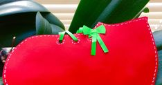 Un blog cu materiale didactice de 10(zece) de aplicat in invatamantul primar. Tote Bag, Christmas Ornaments, Holiday Decor, Blog, Christmas Jewelry, Totes, Blogging, Christmas Decorations, Christmas Decor