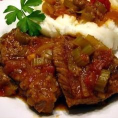 Yoder's Swiss Steak My ex mother in law who is a fabulous cook and a wonderful woman whom I adore taught me how to make this tender swiss steak. Swiss Steak Recipes, Meat Recipes, Crockpot Recipes, Dinner Recipes, Cooking Recipes, Dinner Ideas, Beef Recepies, Yummy Recipes, Beef