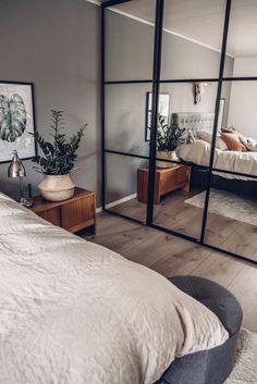 Wardrobe Door Designs, Wardrobe Design Bedroom, Bedroom Bed Design, Small Room Bedroom, Home Room Design, Home Decor Bedroom, Room Interior, Interior Design, Minimalist Room