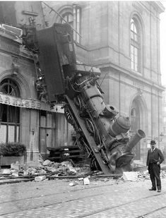 These incredible photos of the wreck at Gare Montparnasse in Paris shows a very dramatic scene of a train that has crashed through the wall . Train Pictures, Old Pictures, Old Photos, Locomotive, Vintage Photographs, Vintage Photos, Foto Vintage, Runaway Train, Foto Madrid