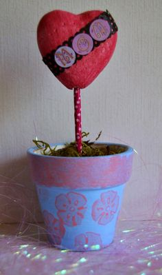 It's the thought that counts on Mother's Day. Let your mother know how much you love and appreciate her by making a DIY Mother's Day gift. Mothers Day Crafts For Kids, Diy Mothers Day Gifts, Mothers Love, Mother's Day Diy, Mother And Child, Homemade Gifts, Diy Crafts, Make It Yourself, Projects