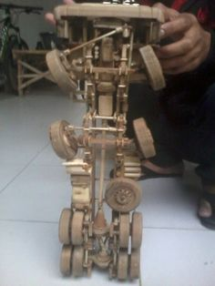 Wooden Toy Trucks, Wooden Wagon, Wooden Car, Wooden Toys, Toy Crane, Wood Toys Plans, Metal Art Projects, Wood Book, Woodworking Toys
