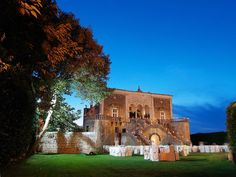 This Apulian castle looks like a Fairy Tale come to life, it will be the ideal setting for your marriage