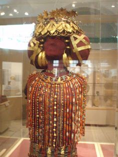 I am pretty positive that this will be the next big thing in wedding fashion!  The golden headdress of Iraqi queen Puabi, on display at the Penn Museum in Philadelphia <3