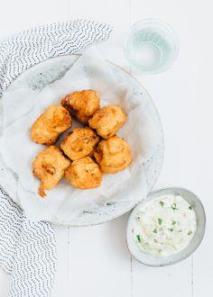Verser dan vers wordt het niet. En eigenlijk is het helemaal niet zo moeilijk om zelf kibbeling te maken! Echt, je moet het een keer proberen. Lekker na een dagje op het strand vertoefd te hebben. Serveer er wat frietjes en salade bij en je feestmaal is compleet.   Perfect na een welbestede (vakantie)dag!  #kooktip #kibbeling Bbq, Good Food, Yummy Food, Appetisers, Fish And Seafood, Potato Salad, Delish, Tasty, Snacks