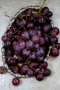 Fresh red grapes by Emoke Szabo