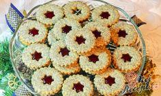 Křehké linecké pečivo s mákem a bramborovým škrobem. Manželovy a mého tatínka oblíbené koláčky. Do džemu, kterým plním pečivo zvyknu přidat trochu rumu. Pečivo dříve změkne a je i voňavější. Autor: Janaha Cupcakes, Ale, Cookies, Advent, Gingerbread Recipes, Top Recipes, Marmalade, Melted Chocolate, Biscuits