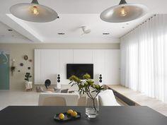 Weisses Laminat Graue Schattierungen Esstisch Leuchten Modernes Design  #bodenbeläge #fliesen #gray #apartment