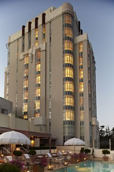 Sunset Tower Hotel is one of our picks for hotels you must stay at in Los Angeles. See other California travel stops now. Art Deco Hotel, Old Hollywood Style, West Hollywood, Hotel Sunset, Hollywood Tower Hotel, Beverly Hills Hotel, Amazing Buildings, Historical Architecture, Architecture Images