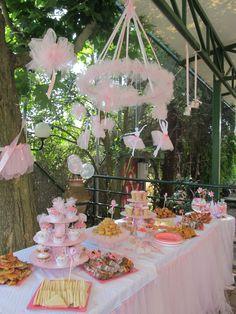 ballerina party for girls! Ballerina Party, Ballerina Baby Showers, Ballerina Birthday Parties, Fairy Birthday Party, 4th Birthday Parties, Girl Birthday, Festa Party, Tutu Party, Angelina Bailarina