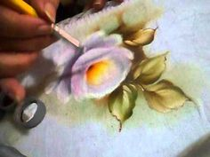 ROSAS da Rose Ferreira/Wilma Cherpinsky board on painting roses, beautiful projects!