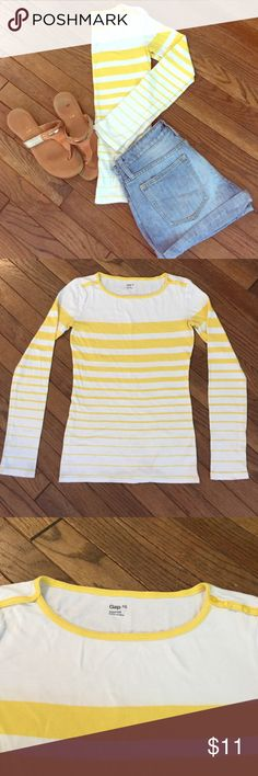 Gap XS super soft long sleeve tee Adorable, super soft, long sleeves tee. White with horizontal yellow stripes varying in size. Minor pilling but other than great shape! Maybe worn twice. XS GAP Tops Tees - Long Sleeve