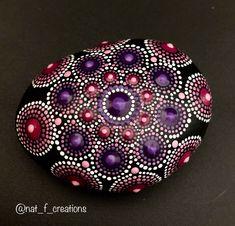 Pink and purple mandala rock de la boutique NatFCreations sur Etsy