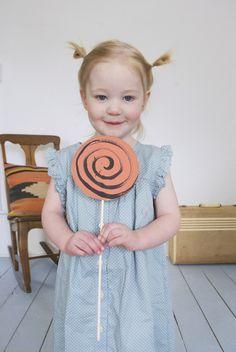 Make a Set of DIY Cardboard Lollipops & Play Sweetshop! | Mer Mag