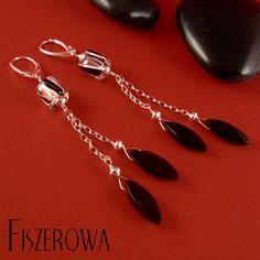 FISZEROWA - Onyksowe pióra == Długie, wyraziste kolczyki wykonane z ręcznie robionego szkła Davida Christensena, fasetowanych onyksów oraz srebra.  Długość całkowita kolczyków: 9,5 cm.
