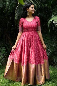 Indian Gowns Dresses, Indian Fashion Dresses, Indian Designer Outfits, Ikat Dresses, Long Gown Dress, Long Frock, Frock Models, Saree Models, Simple Frock Design