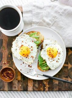 10 Easy Breakfast Recipes - perfect for weekend brunch Think Food, I Love Food, Healthy Snacks, Healthy Eating, Healthy Recipes, Easy Recipes, Food Inspiration, Breakfast Recipes, Breakfast Ideas