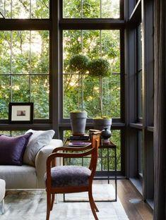 Dark walls make the view pop Floor To Ceiling Windows, House Windows, Sunroom Windows, Interior Decorating, Interior Design, Cool Ideas, Booth Design, Beautiful Interiors, White Interiors