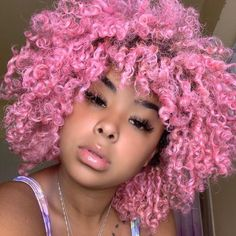 15 fall hair colors & ideas using only temporary hair dye that comes off after one wash. Suitable for anyone who wants a different hair color everyday. Gold Hair Dye, Green Hair Dye, Pink Purple Hair, Dyed Hair Purple, Ombre Hair Color, Natural Hair Short Cuts, Dyed Natural Hair, Natural Hair Styles, Types Of Hair Color