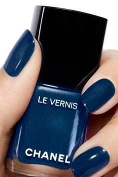 Want some ideas for wedding nail polish designs? This article is a collection of our favorite nail polish designs for your special day. Read for inspiration Wedding Nail Polish, Chanel Nail Polish, Chanel Nails, Pink Nail Colors, Nail Polish Colors, Nail Colour, Gel Polish, Blue Nails, My Nails