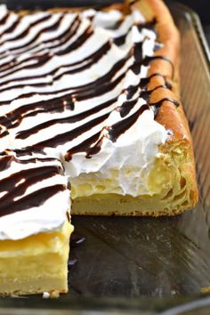 The Best Cream Puff Cake recipe featuring a fluffy crust, easy vanilla filling, and of course, chocolate. You'll love this homemade version of a cream puff! Cream Puff Dessert, Cream Puff Cakes, Cream Puff Recipe, Cream Puff Filling, Vanilla Cream Cake Recipe, Easy Cake Recipes, Easy Desserts, Sweet Recipes, Baking Recipes