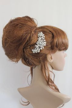 Hey, I found this really awesome Etsy listing at http://www.etsy.com/listing/118359104/vintage-inspired-pearls-bridal-hair-comb