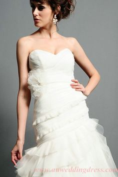 Fashion Apparel 2012: Sweetheart Bodice Ruched Flower Trimmed Sweep Train 2013 Dress for Wedding