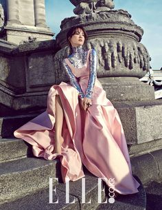 Song Hye Kyo Ravishing in Paris for Elle Korea and Starts Filming Descendants of the Sun with Song Joong Ki Song Hye Kyo, Song Joong Ki, Korean Fashion, High Fashion, Yoo Ah In, Mode Editorials, Elle Magazine, Soyeon, Korean Celebrities
