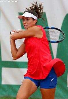 Wta Tennis, Sport Tennis, Maria Sharapova Photos, Tennis Players Female, Tennis Stars, Female Athletes, Sports Women, Girl Fashion, Gym Shorts Womens